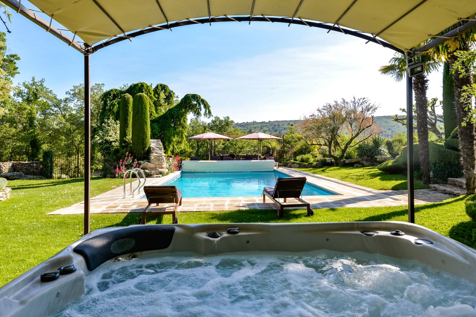 Provence Luberon luxury villa rentals with heated private pool and[....]