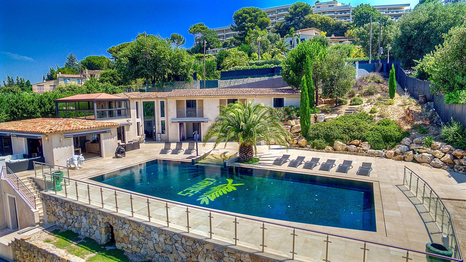 Cannes luxury villa rentals with pool panoramic sea view french riviera for Villa de luxe canada