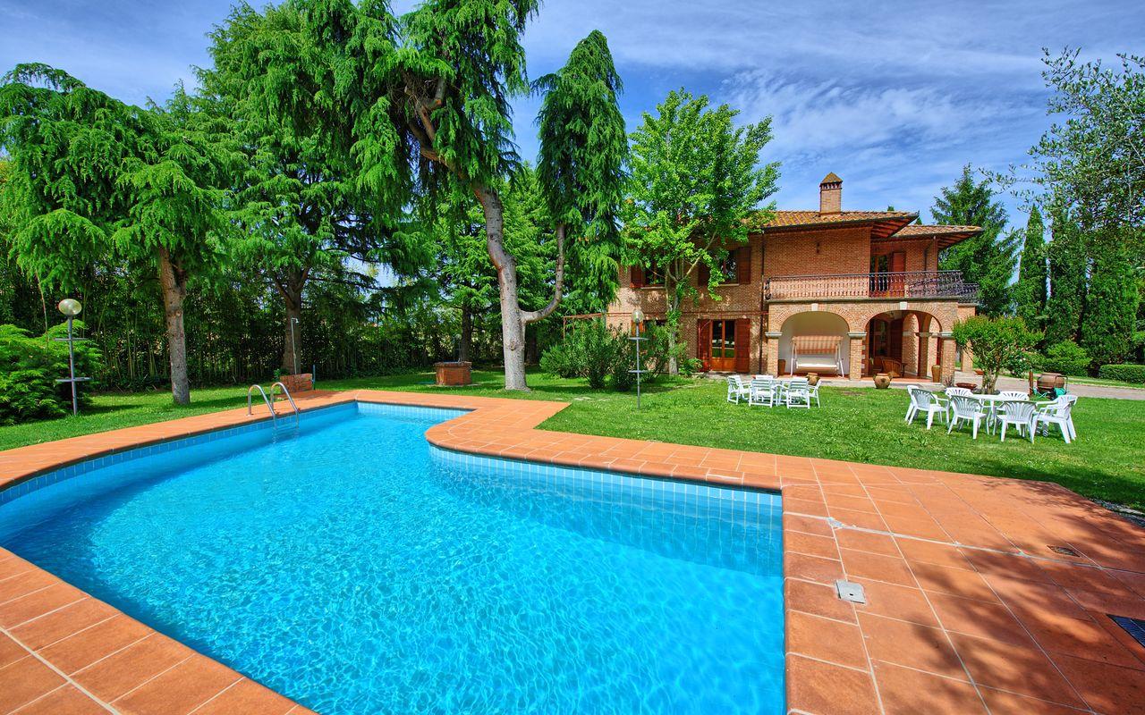 Foto Di Piscine Private tuscany villa rental montepulciano private pool staff (3)