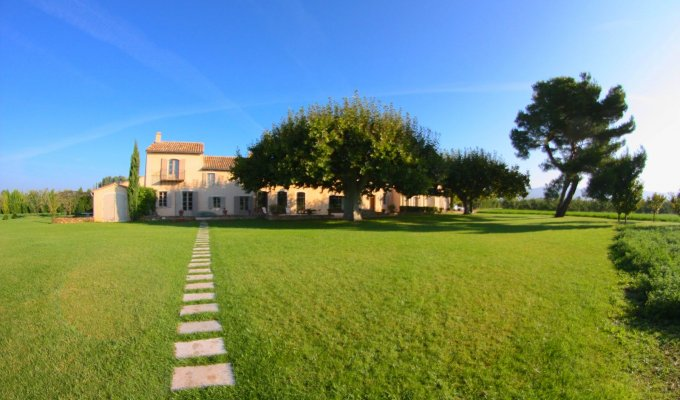 Provence luxury villa rentals Avignon with private pool and tennis