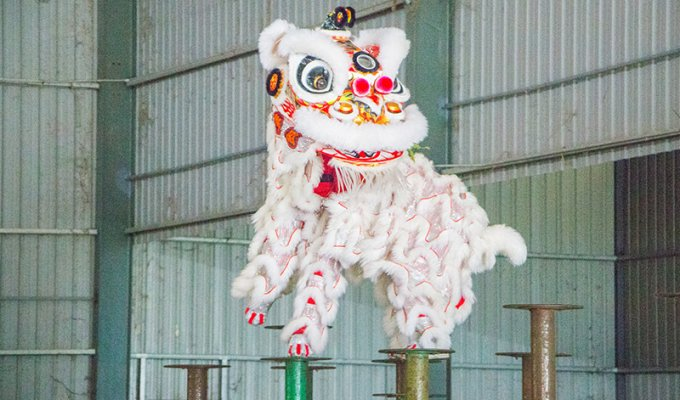 Muar Lion Dance Champion Sculpture