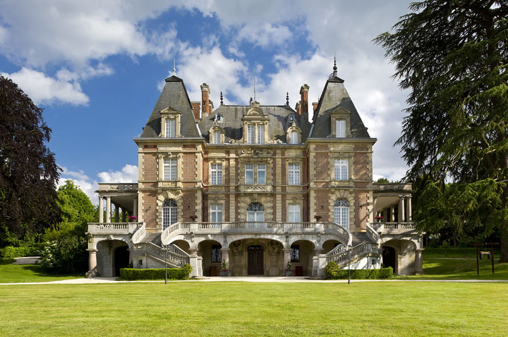 Paris Castle rental for exclusive stays with staff and concierge services