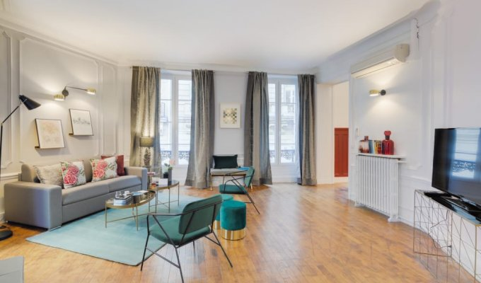 Paris Champs Elysees Luxury Apartment Rental with concierge services for groups and families
