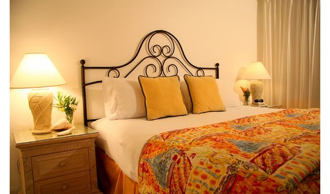 Cayman Islands Apartment Vacation Rentals 2 bedrooms directly on Seven Mile  Beach on Grand Cayman (2)