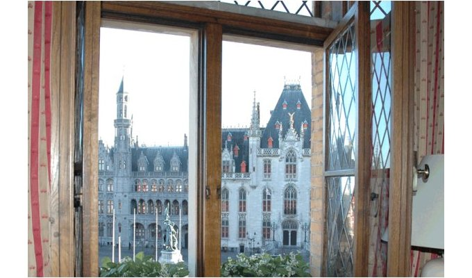 Guest Room with unique view on the MARKTSQUARE in Bruges