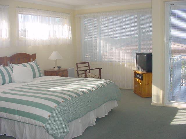 australia bed and breakfast cronulla beach sydney. Black Bedroom Furniture Sets. Home Design Ideas