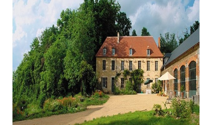 Delightful Auvergne Bed And Breakfast With Swimming Pool Near Vichy Spa