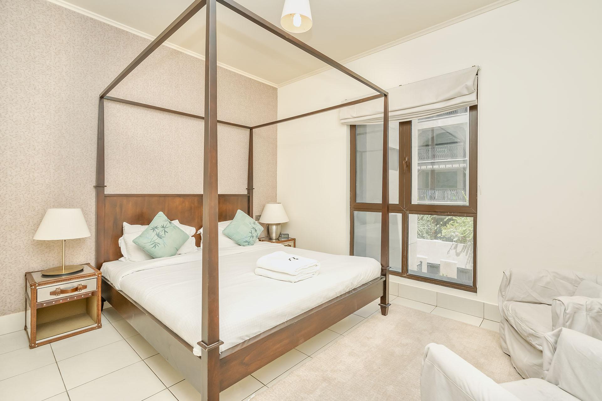 ... Dubai Apartment Rentals In Standpoint Residences Near Burj Khalifa ...