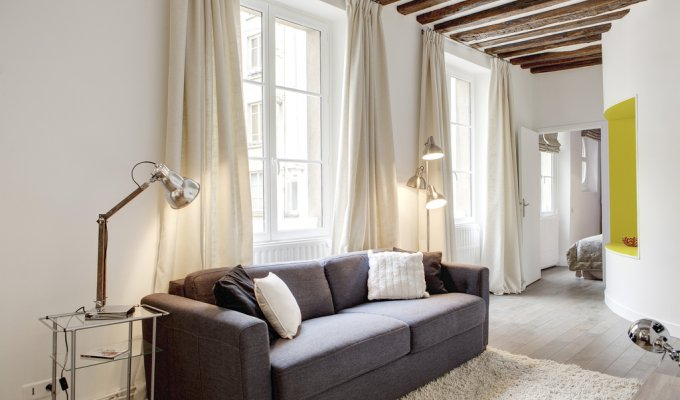 Paris Le Marais Holiday Apartment Rental 300m from Place de la Republique