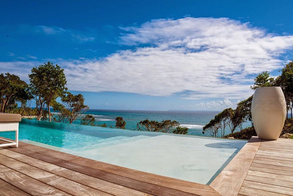 Guadeloupe luxury villa rentals in sainte anne with for Villa de reve