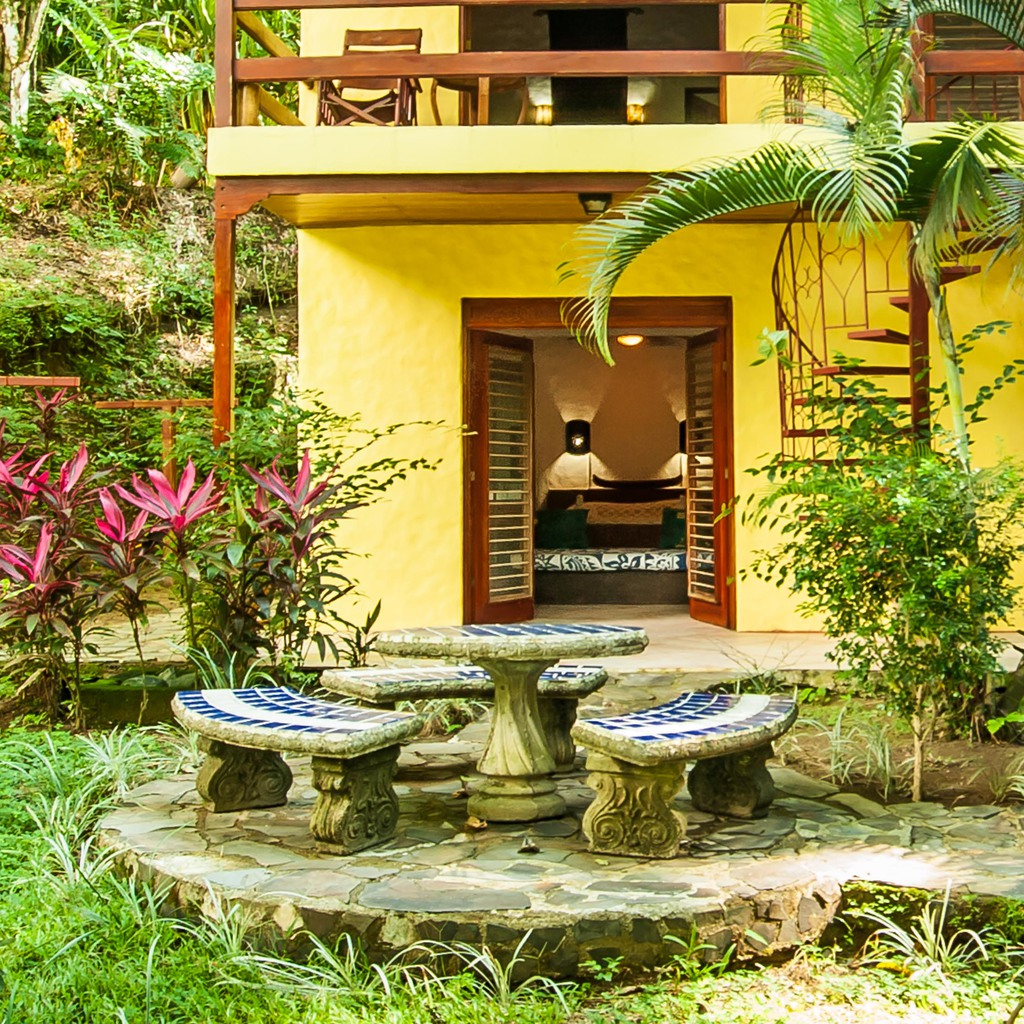 Jungle house in costa rica : Tropical jungle quepos holiday house rental in costa rica with
