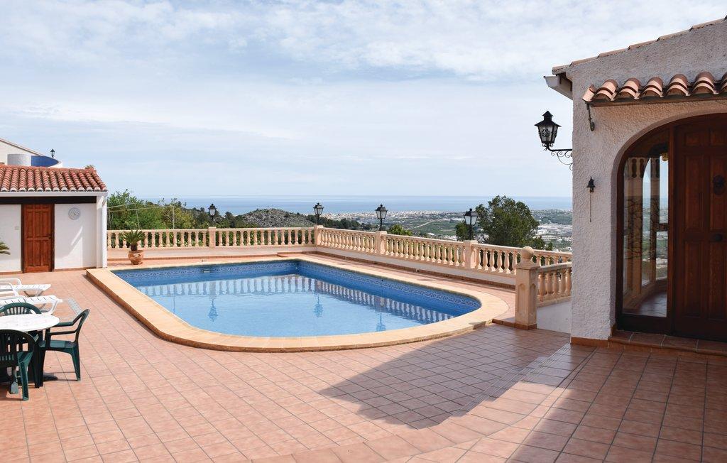 Villa to rent in valencia piscine priv e oliva spain for Piscine valencia