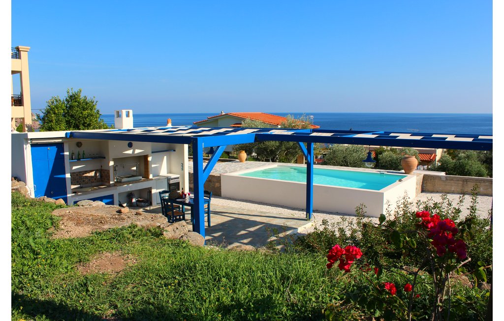 Greece apartment vacation rentals aegina island athens for 9 bedroom vacation rentals