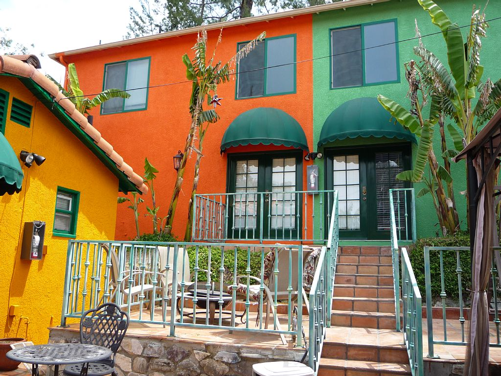 Los angeles apartment vacation rental close to calabasas for Los angeles holiday rental