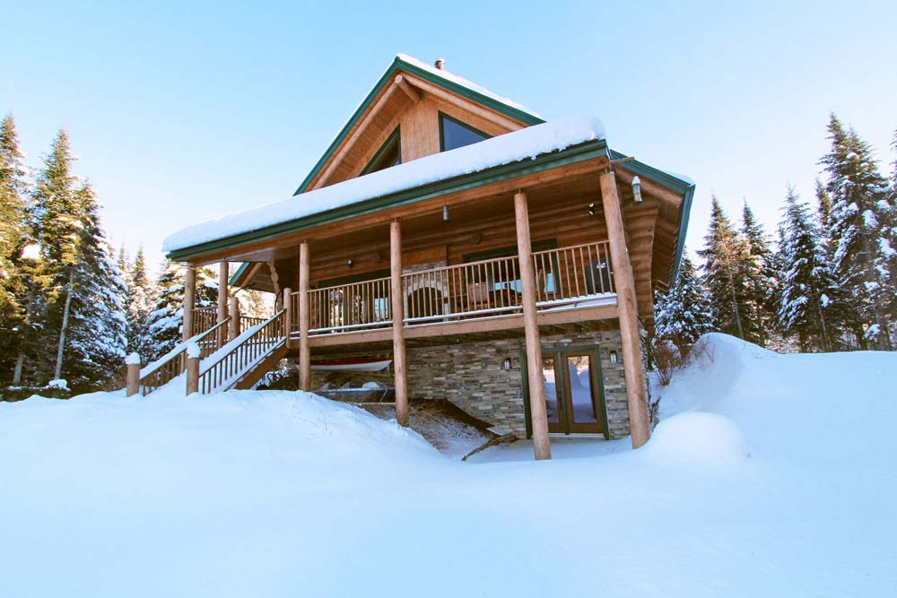 bed with king lakefront size beds eureka cabins romantic luxury in vacation beaver linens cabin springs is lake comfortable rentals equipped each custom