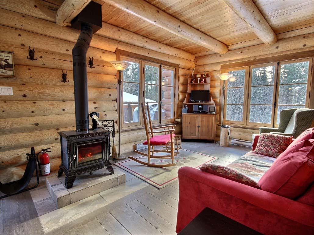 Salon Du Chalet Bois quebec holiday cottage rentals is on the beaver lake and near the st-anne  river