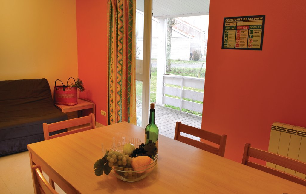 Auxi le Chateau Rentals holiday home with direct access to the River ...